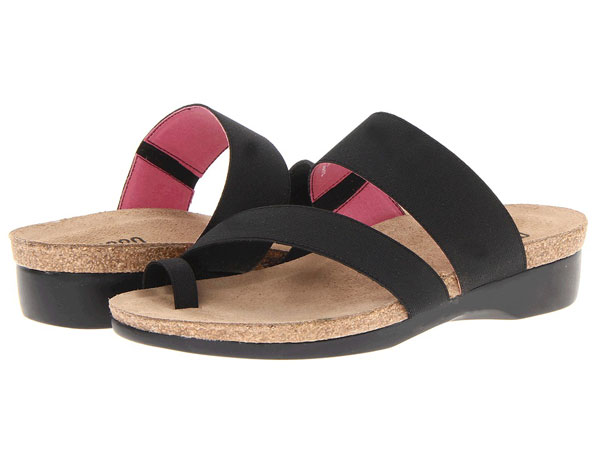 Munro American Aries (Black Fabric) Women s Sandals